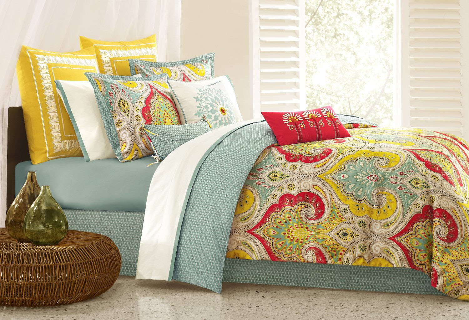 1000 images about bright bold and beautiful bedspreads for Home designs comforter